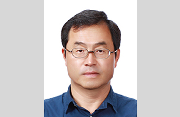 Professor YunSung Choi Receives the Korean Math Society's Academic Award