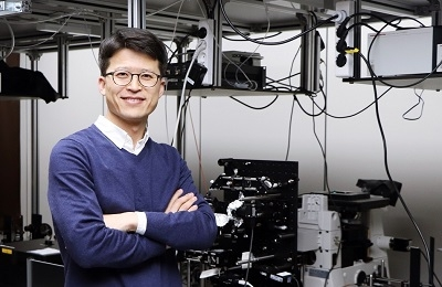 2D Material Controls Light Twice Stronger