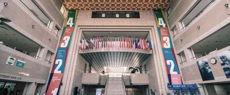 외국인통합지원서비스센터가 있는 건물 로비 이미지