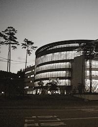 포스텍 도서관 야간 외관 전경 이미지