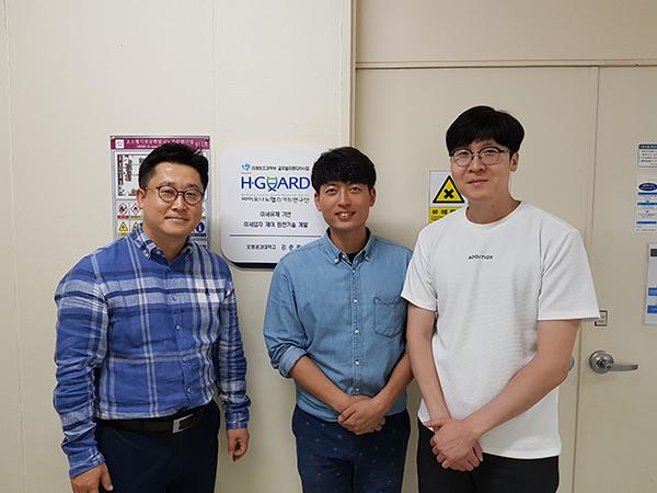왼쪽부터 김준원(교수), 이상현(석박사통합과정), 김호진(연구조교수)