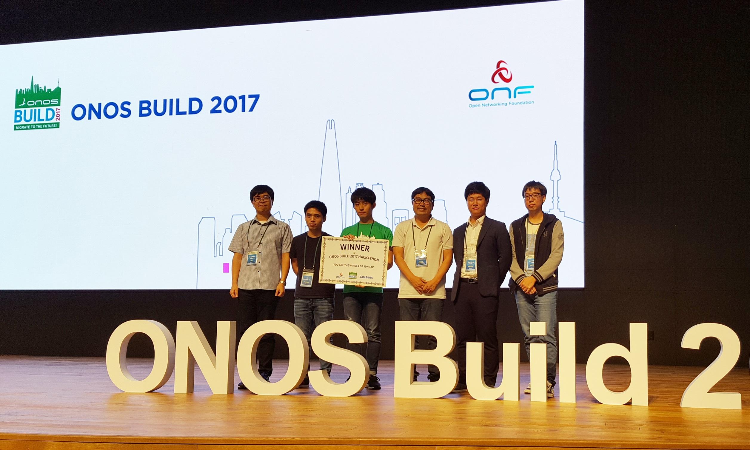 ONOS Build 2017 해커톤 대회에서 우승한 컴퓨터공학과 홍원기 교수가 지도하는 DPNM 수상 기념 사진 이미지